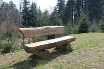 Na Cibulce přibyly nové lavičky.