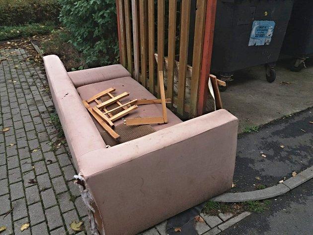 Odpad, který kpopelnicím nepatří.