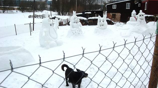 Postavičky ze sněhu v Bublavě.