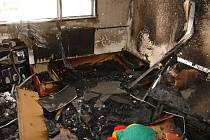 V panelovém domě vyhořel byt v sedmém patře.