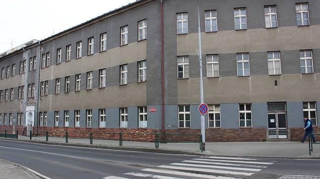 Bývalá základní škola v ulici Dukelských hrdinů se změní na základní uměleckou školu.