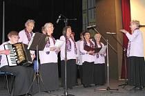 Ženský pěvecký sbor Heimatchor je unikátem. V pátek zapěl obecenstvu v kraslickém kulturním domě.