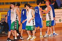 II. basketbalová liga mužů: BK Sokolov - Lokomotiva Plzeň B (v modrém)