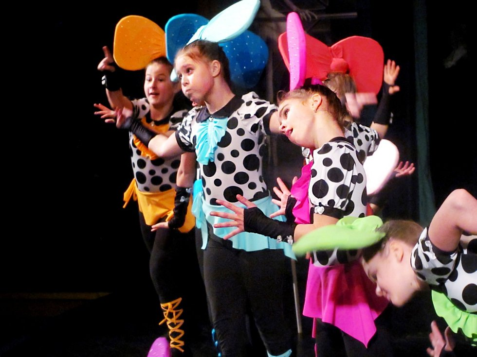 BENEFICI zahájily Rockové panenky – vystoupení, s nímž letos Mirákl získal titul vicemistrů světa.