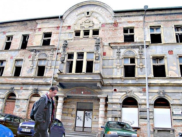 Bývalý hotel Český dům v Sokolově