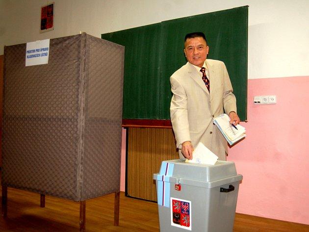 Rodák z Vietnamu Nguyen Thanh Binh z Kraslic volil v Česku vůbec poprvé.