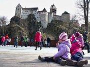 Děti si hry, soutěže i zábavu užívaly.