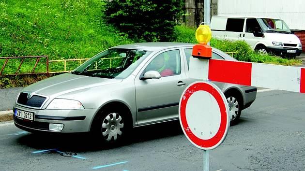 Zákaz vjezdu někteří motoristé nerespektují.