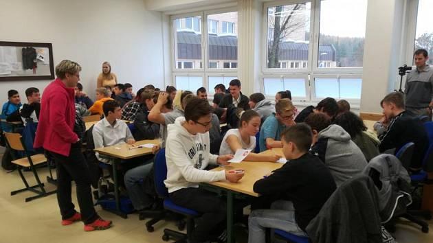 Oblastní turnaj soutěže pIšQworky se konal na sokolovském gymnáziu.