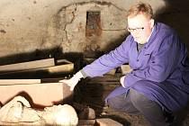 Krypta v kostele sv. Vavřince byla po čtyřech letech otevřena. Odborníci stanoví postup prací na její obnově.