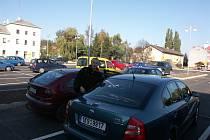 Parkovací plocha u dopravního terminálu v Sokolově je zdarma