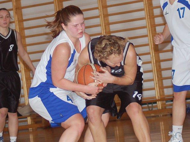 II. basketbalová liga žen: BCM Sokolov - BK Brandýs nad Labem (v černém)