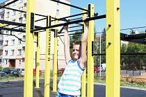 První nadšenci už vyzkoušeli workoutové hřiště v Chodově