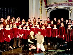 Sboristé z Horního Slavkova a Kraslic vystoupili v Karlíně při koncertě Václava Noida Bárty
