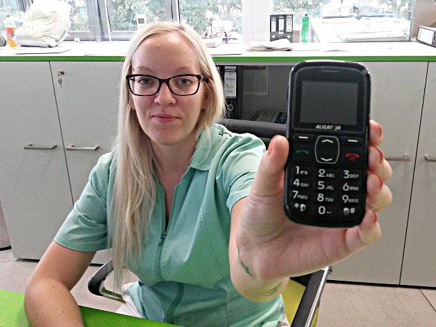 Jeden z telefonů na centrálním příjmu nemocnice.
