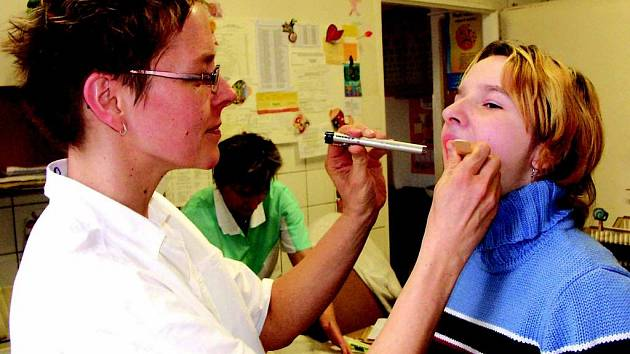 Ordinace dětských lékařů jsou plné pacientů