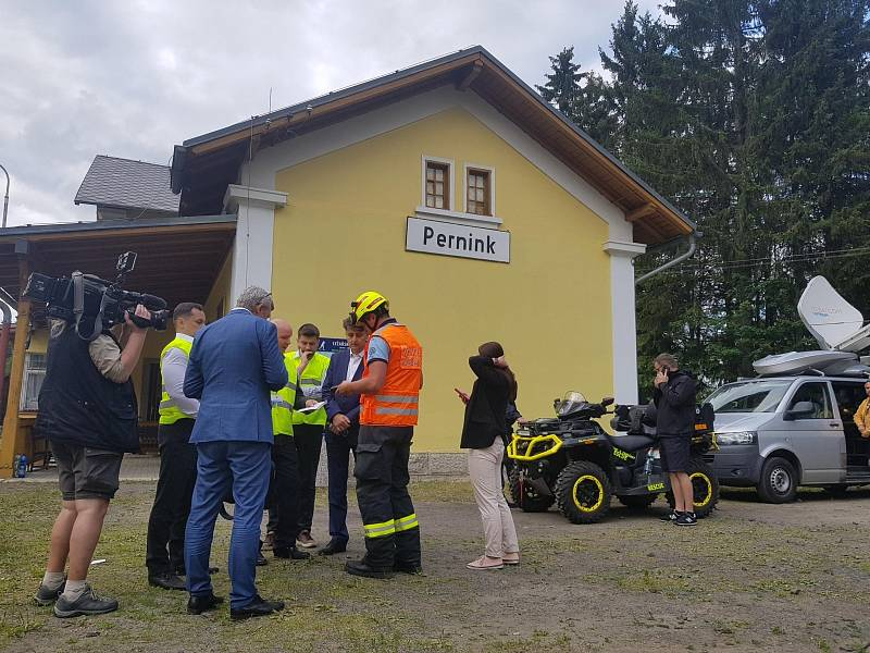 Nádraží v Perninku, kam hasiči přenášeli zraněné z vlaků