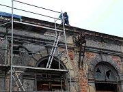 Rekonstrukce loketské Dvorany začala. Bude pokračovat? Beseda možná napoví.