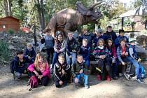 Děti ze ZŠ Královské Poříčí se vydaly do zoo a dinoparku.