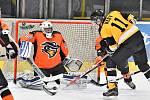 Utkání Kynšperského poháru v ledním hokeji, Renegades Sokolov - KV Eagles (ve žlutém)