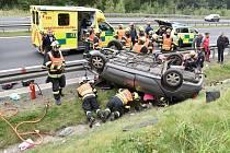 Z místa vážné dopravní nehody u Sokolova.