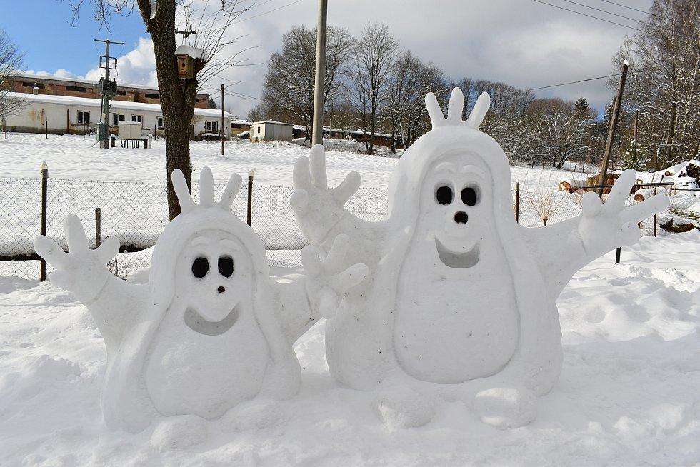 Krtci jsou nejoblíbenější a Lenka Rousová je většinou staví jako první zimní postavičky