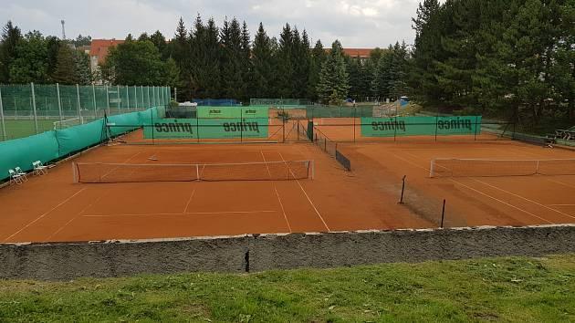 První etapa rekonstrukce tenisových kurtů