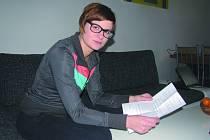 TEREZA Flaková z organizace Člověk v tísni některým klientům vypovídá smlouvy každý měsíc. Obětí podomních prodejců bývají hlavně senioři