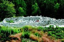 Vykopávky pod Krudumem lákají množství turistů.