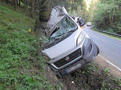 Jízda řidiče dodávky skončila u Jindřichovic ve stromě.