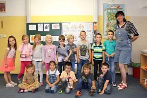 Prvňáčci z 1.B Základní školy v Lokti s třídní učitelkou Petrou Lillovou.