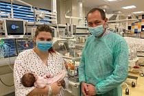 Hejtman Karlovarského kraje Petr Kulhánek navštívil první miminko.