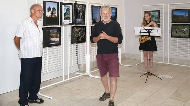 L.Erdman, prezident FOSu,  a autor výstavy Vl. Rešetár z Karlových Varů.