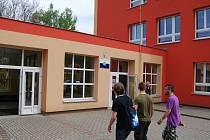 Sokolov si chce kamerovým systémem pohlídat městský majetek. Na snímku je ZŠ v ulici Pionýrů