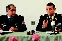 Ředitel Věznice Kynšperk Ladislav Novák (vlevo) končí ve své funkci k 1. dubnu.