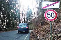ÚSEK  za Olovím směrem na Krajkovou čeká statické zabezpečení za 60 milionů korun. Na silnici už platí snížená rychlost.