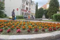 NÁMĚSTÍ 28. října v Kraslicích čeká kompletní rekonstrukce. Trvat bude do listopadu příštího roku. Dominantou se stanou dvě kašny, které budou v centru města vlhčit vzduch.
