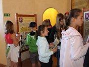 Letem Karlovým světem si jako první vyzkoušeli páťáci ze Základní školy Loket při slavnostním otevření.