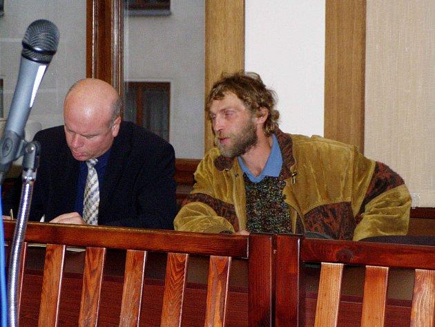 Rudolf J. stanul za brutální skalpování své těhotné družky už v roce 2003. Nyní mu hrozí desetiletý trest.