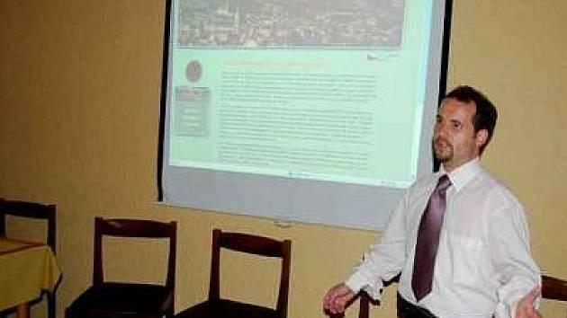 VIRTUÁLNÍ MUZEUM představil poprvé veřejnosti předseda občanského sdružení Vivat Musica Roman Kotilínek.
