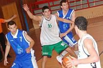 II. basketbalová liga: BK Sokolov (v zelenobílé kombinaci) - Jiskra Domažlice