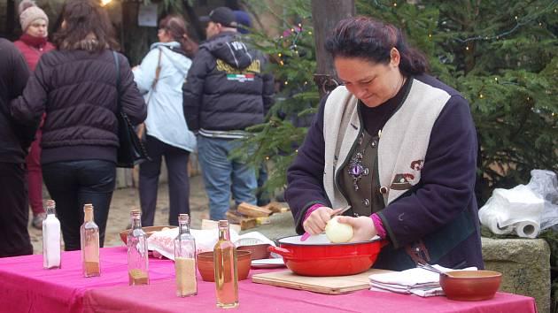 Ukázka tradičních zvyků a kuchyně.