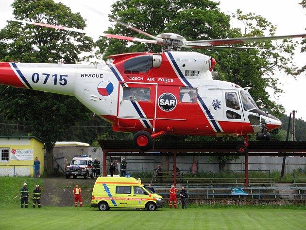 Opařené děti z Kraslic transportoval vrtulník.