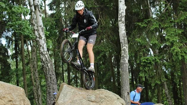 Mistrovství v biketrialu se koná v Březové.