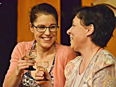 S divadelní hrou S tvojí dcerou ne je Divadlo bez zákulisí velmi úspěšné v celém regionu.