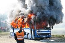 Simulace dopravní nehody a pořár autobusu.