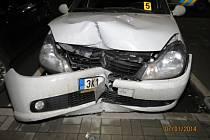 Na autě vznikla škoda 100 tisíc.