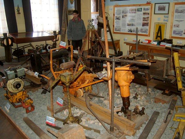 Muzeum železnice se může pochlubit téměř pětistovkou exponátů. Ty jsou vidět v nádražní budově v Kraslicích.