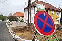 Stavba nových parkovacích míst v Březové
