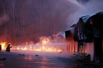 Požár tržnice v Hraničné.